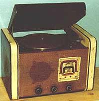 """Евгений Ш писал(а):Что могу сказать - хорошо Ваши родители жили.  Ага, у них ещё была радиола  """"Рекорд-53 """" ."""